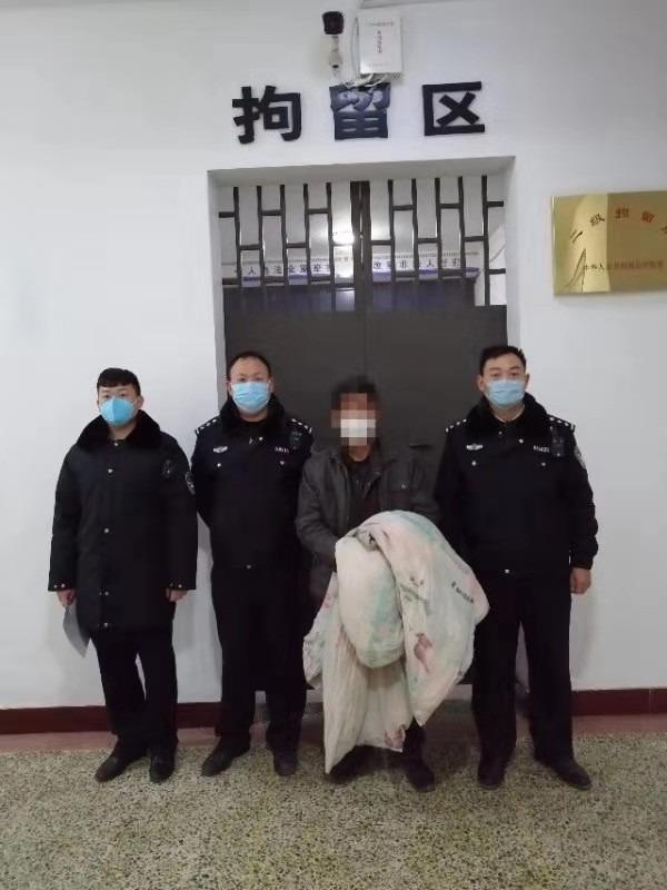 新乡县公安局小冀派出所将一名在聂庄村防疫点寻衅滋事人员行政拘